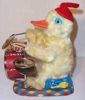 Drumming Duck Daisy